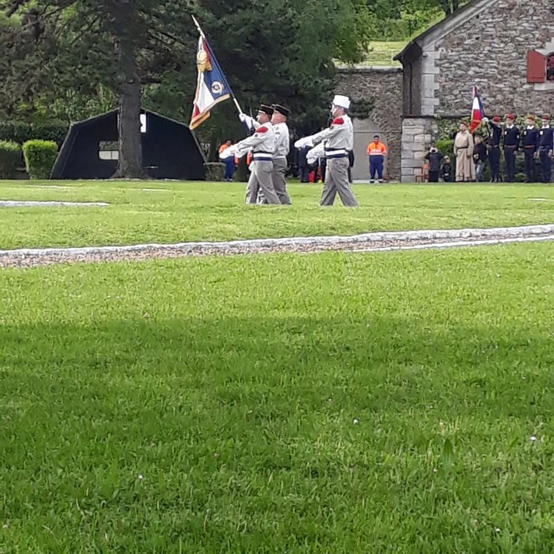 Drapeaux d'un régiment légendaire  20180522