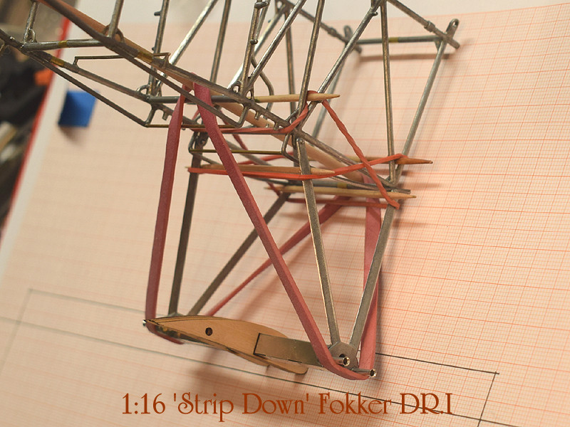'Strip Down' Fokker DR.I / Artesania Latina, 1:16 Dr_i_042