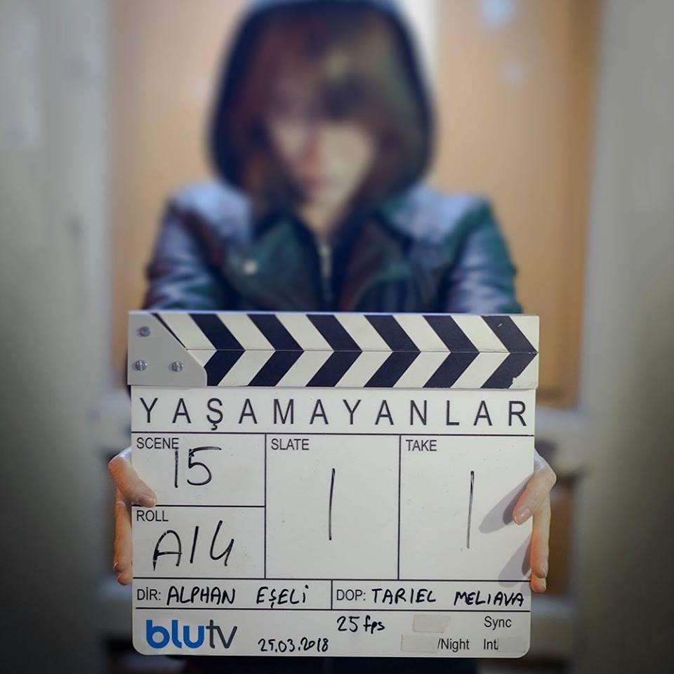 Yașamayanlar - Cei ce nu trăiesc - Elcin Sangu 29572210