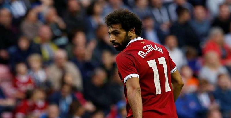 بالصور| جماهير ليفربول توجه اللوم لـ«صلاح» بعد السقوط أمام سوانزي 15404310