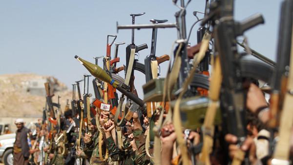الجيش اليمني: ألغام وزوارق الحوثي المفخخة تهدد الملاحة 99cdae10