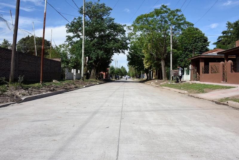 bourg - Habilitan nuevo pavimento en Grand Bourg. 23456410