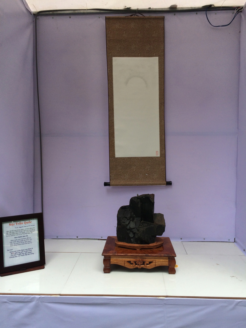 Suiseki viewing stone exhibition in Viet Nam Hhx20120