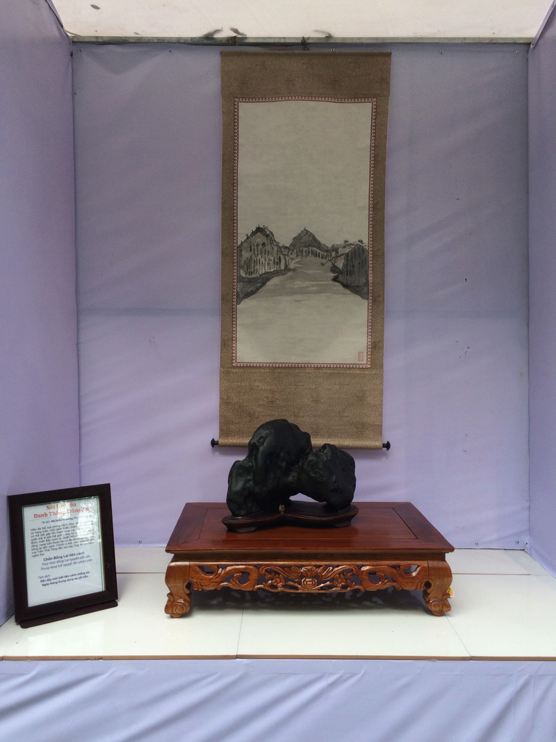 Suiseki viewing stone exhibition in Viet Nam Hhx20122