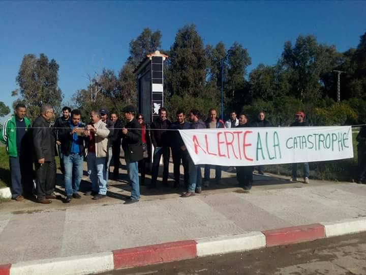 Aokas: Rassemblement devant le siège de l'APC pour dire NON à la destruction de la bande boisée 06 décembre 2017 1474