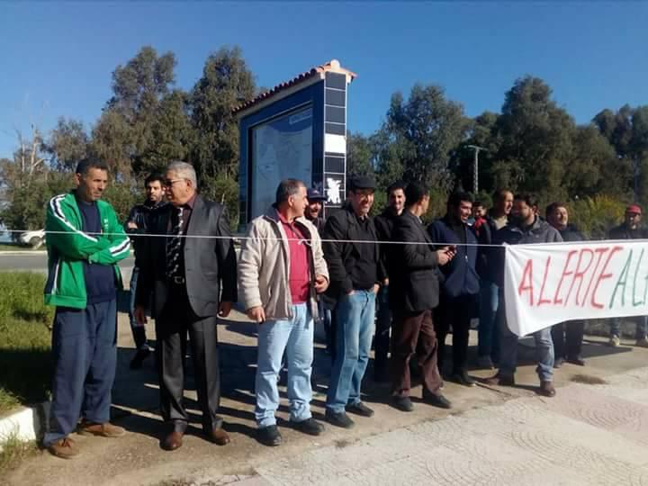 Aokas: Rassemblement devant le siège de l'APC pour dire NON à la destruction de la bande boisée 06 décembre 2017 1475