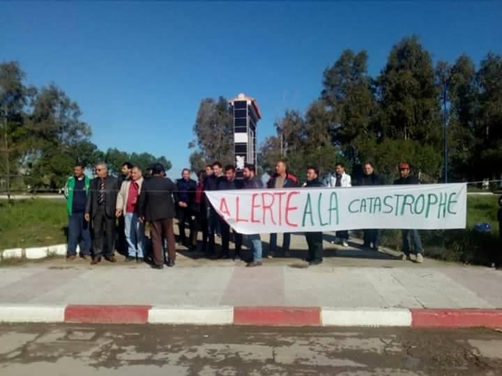 Aokas: Rassemblement devant le siège de l'APC pour dire NON à la destruction de la bande boisée 06 décembre 2017 1476
