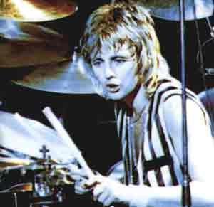 Freddie, John, Roger et Brian====> Queen... Untitl10