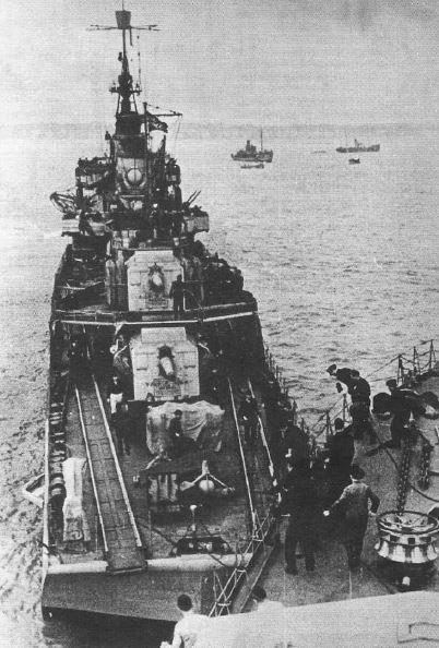 Montage du Contre-torpilleur Marceau 1/400  - Page 2 Rail_z10