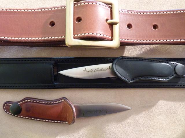 061480131fe4 Le couteau est porté au creux des reins, les reins étant protégés par une  feuille de polymère + cuir