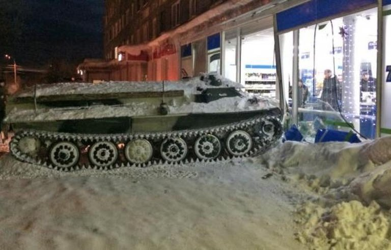Russia: Drunk, he steals an armored tank and goes to a supermarket 768x4910
