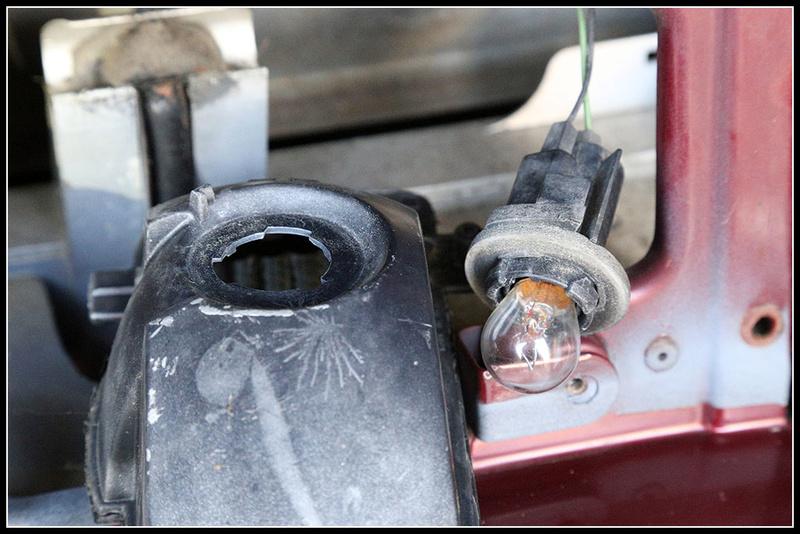 Remplacement ampoule feu de recul ? Img_0413