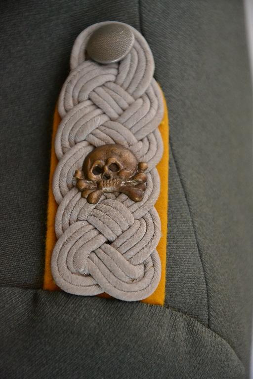 Quelles décorations/badges pour accompagner une vareuse d'officier Allemand? 5eme_r11