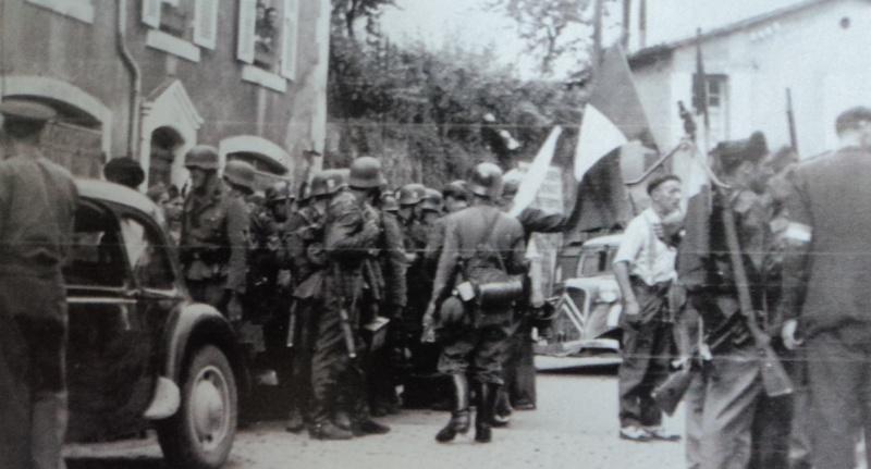 Casque M42 EF 64 Waffen SS provenant de la libération de Thiers Dsc05313