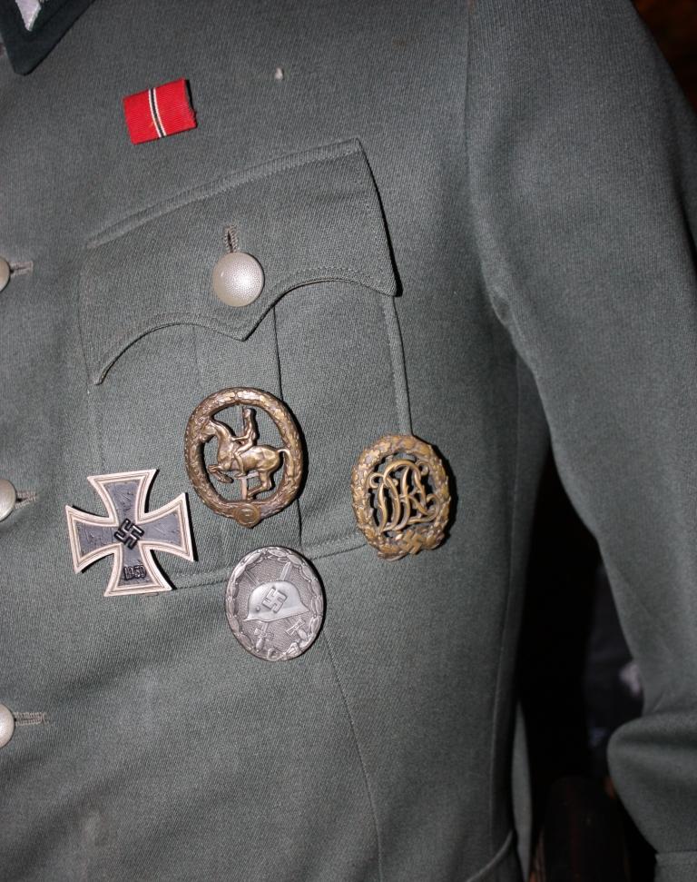Quelles décorations/badges pour accompagner une vareuse d'officier Allemand? Insign13