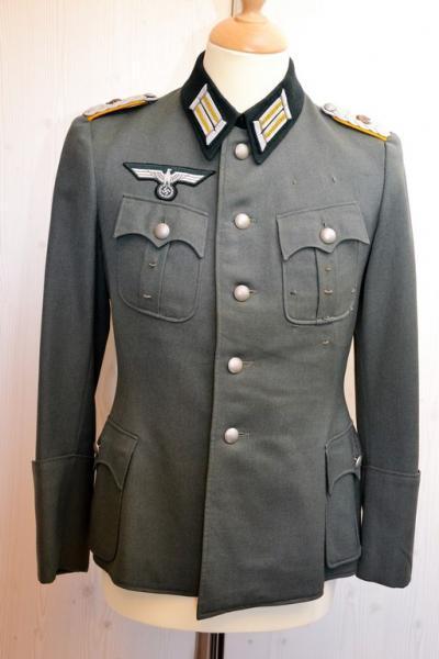Quelles décorations/badges pour accompagner une vareuse d'officier Allemand? Vareus17