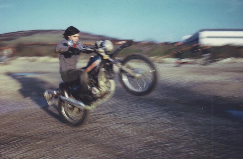 """concours photos 02/ 2018 :"""" Vous et votre moto en action par le passé ou le présent """". Famill10"""