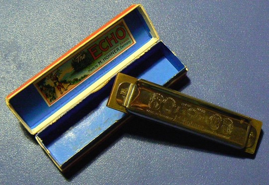 Sujet officiel du Vintage ou Harmonica de collection. P1080214