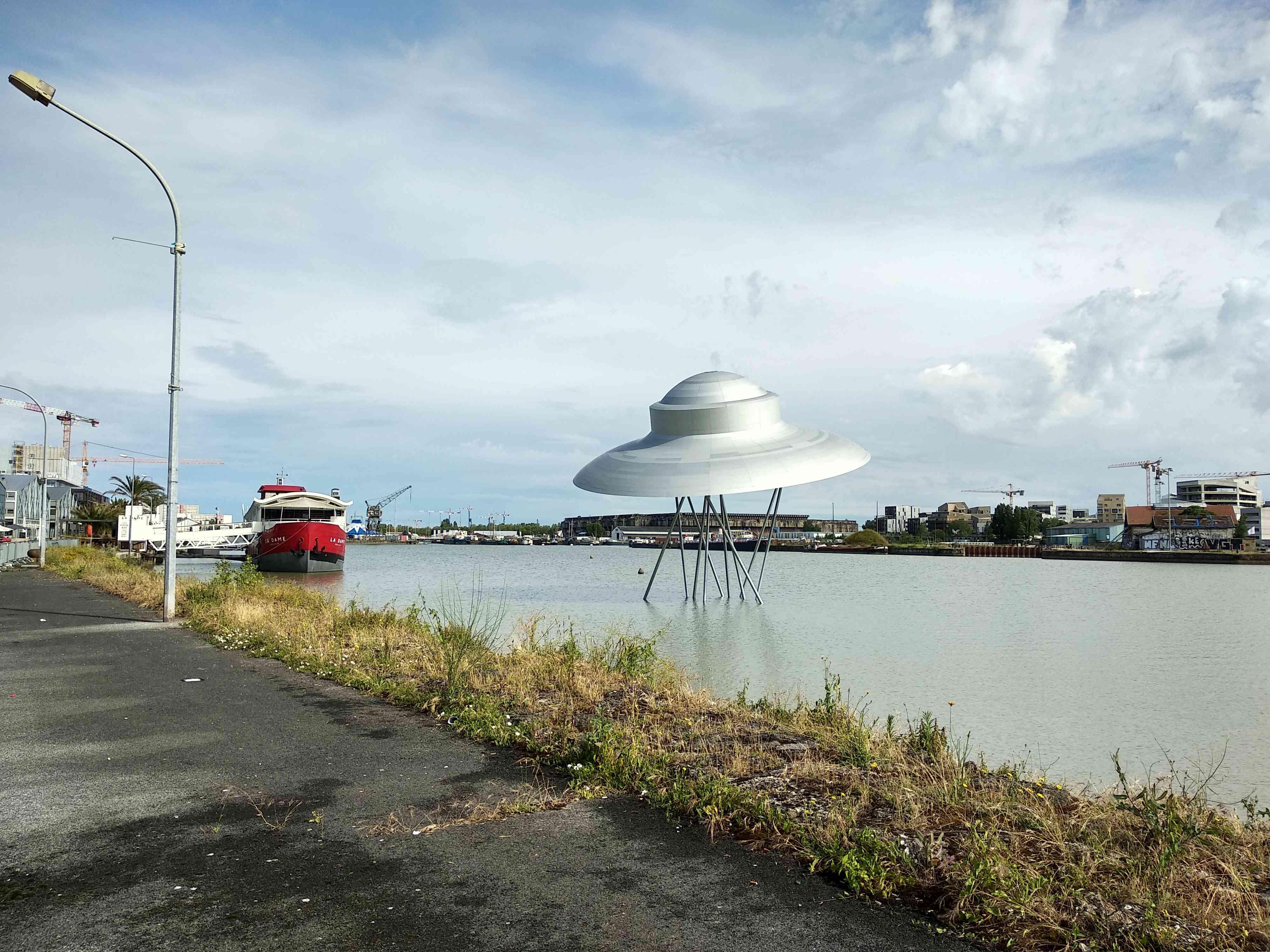 ( bientôt visible sur google earth ) soucoupe volante Bordeaux France Img_2011