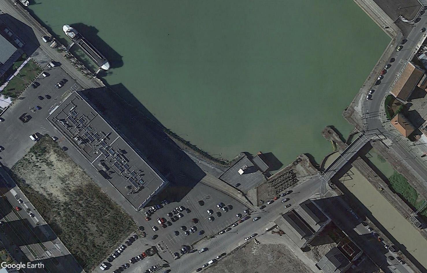 ( bientôt visible sur google earth ) soucoupe volante Bordeaux France Soucou10