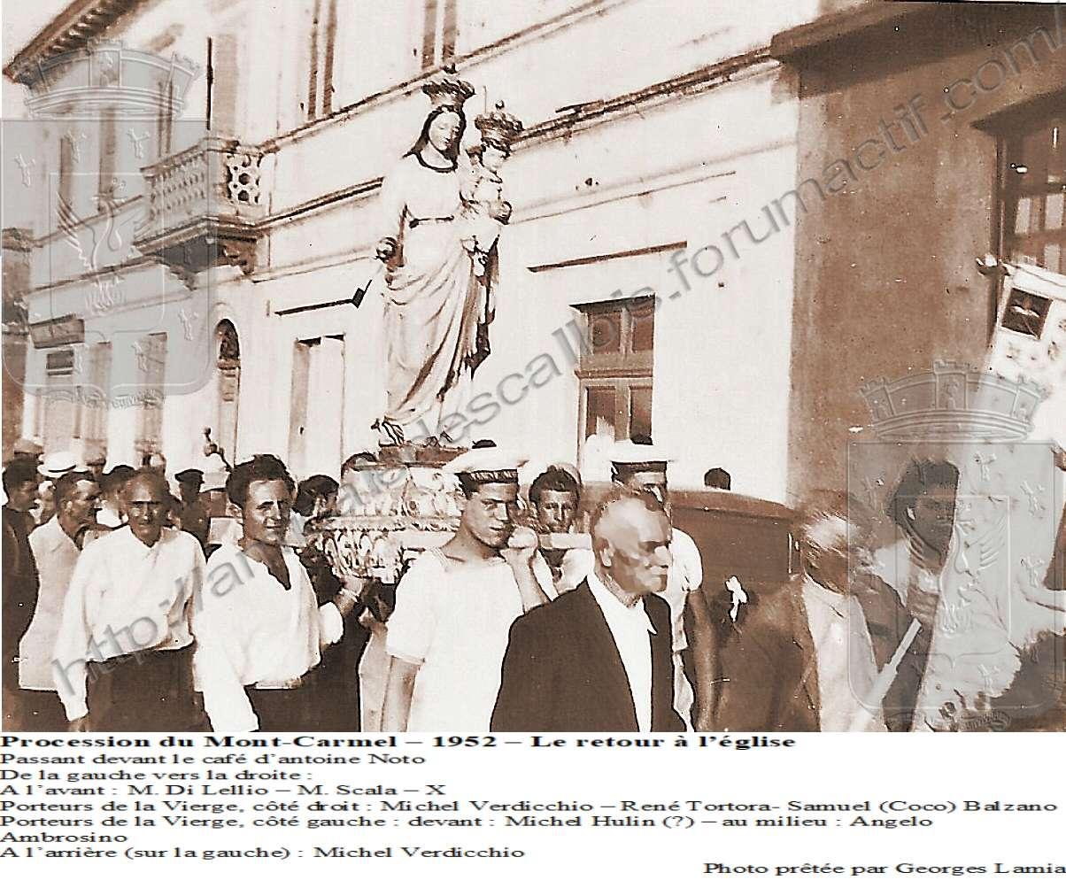 Procession du Mont-Carmel – 1952 – Le retour à l'église Mont_c10