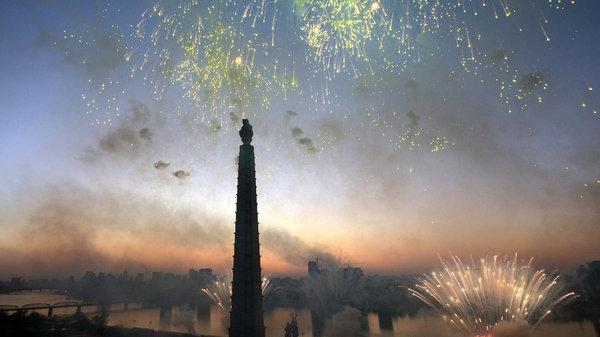 Por todo lo alto celebran en Corea del Norte el exitoso lanzamiento de misil intercontinental Celebr10