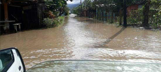 Fuertes lluvias dejan inundaciones en el Valle de Sula Inunda10