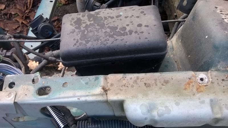 [VDS-27] mini boite à fusible moteur saxo/106 Wp_20125