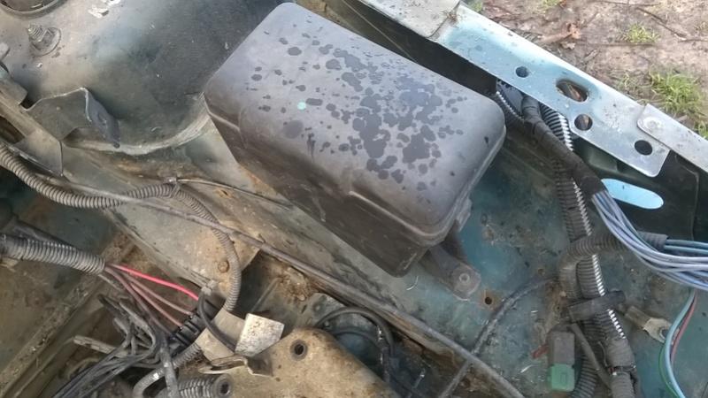 [VDS-27] mini boite à fusible moteur saxo/106 Wp_20126