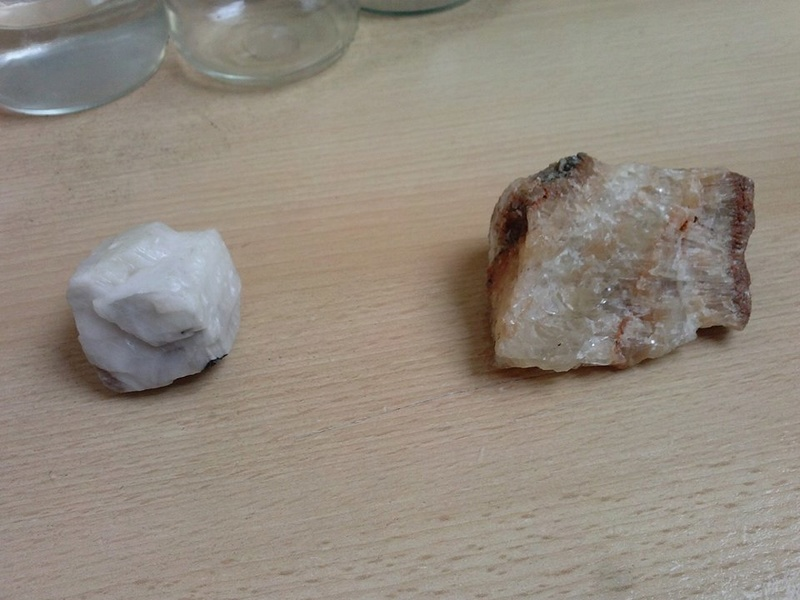 Identification de 2 pierres!! 22215210