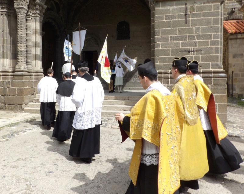 Le 3e pèlerinage de la Confrérie Royale au Puy-en-Velay pour le Roi et la France Entrrr10