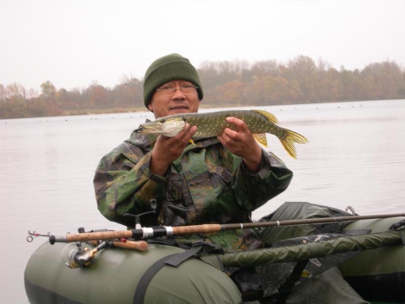 Pêche verticale assistée par feuille morte :-) Broc_e10