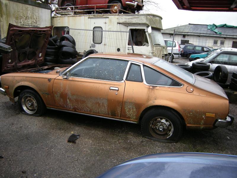 Mazda 121 coupe de 1977 Dscn4611