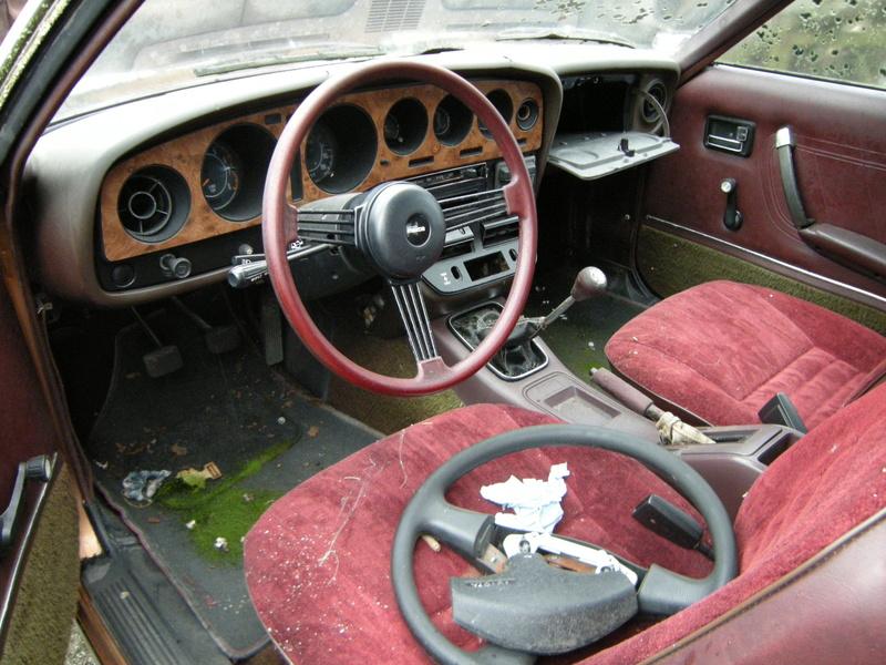 Mazda 121 coupe de 1977 Dscn4612