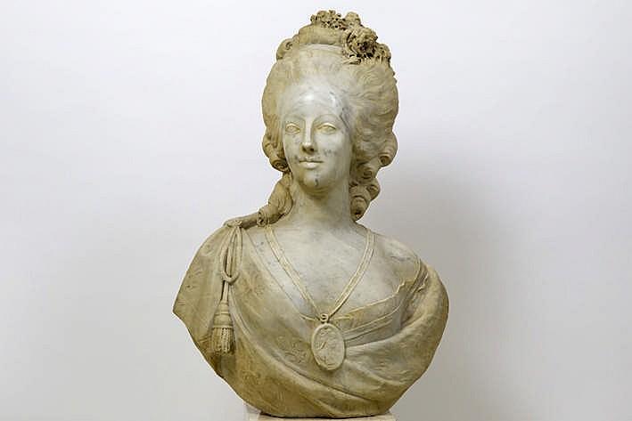 Bustes de Marie Antoinette par et d'après Félix Lecomte H4891-10