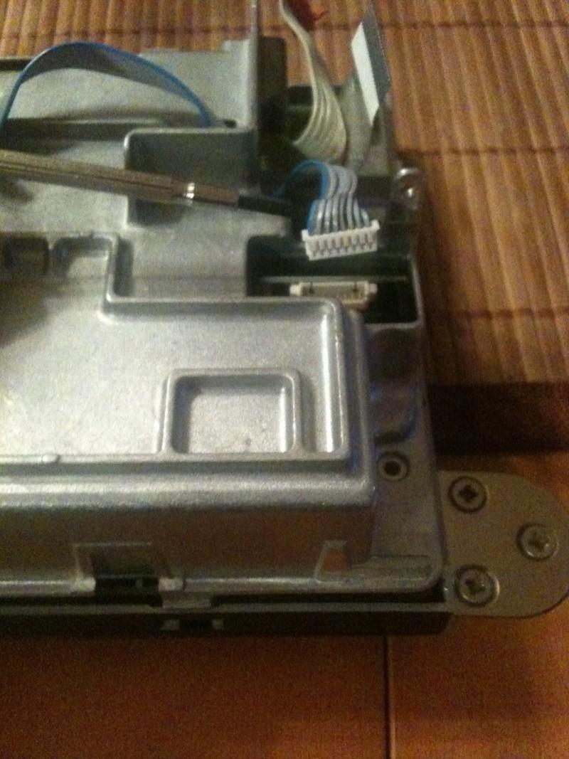 Démontage du PCM 2 et réparation du tiroir carte SIM Img_0217