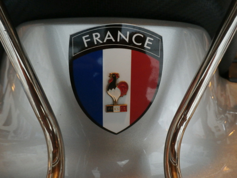 Réedition écusson métal de nationalité Française pour vos Goldwings Pa260018