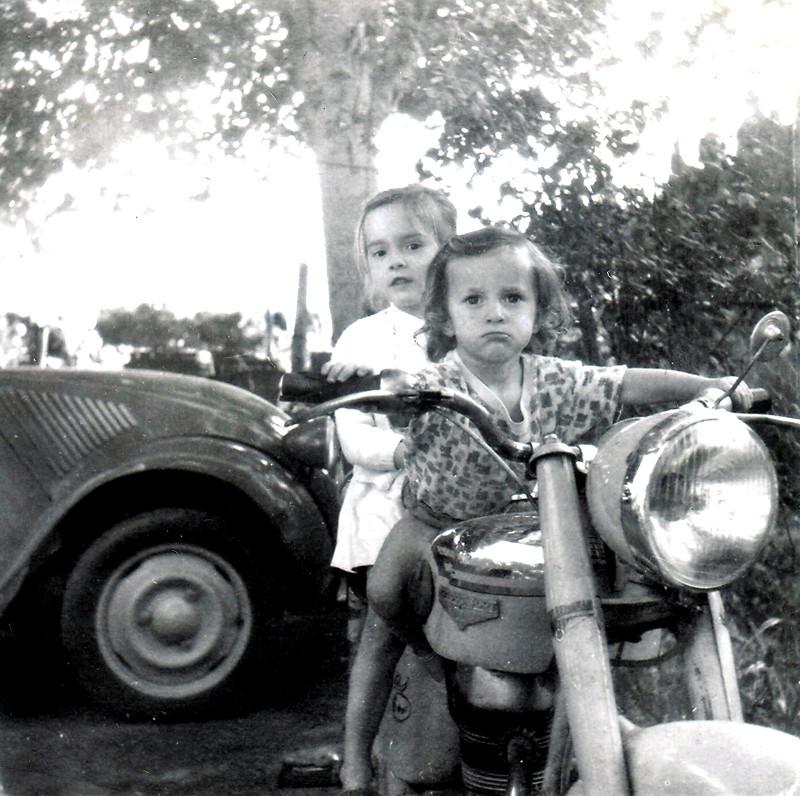 Souvenirs, souvenirs . . .  1961-010