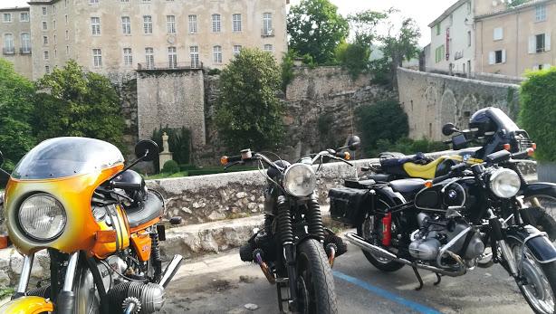 Photos de vous et de votre moto devant ....un château  - Page 16 Img_2010