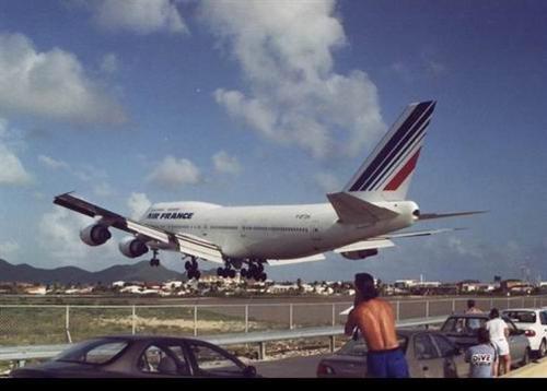 أخطر مطار في العالم Images21