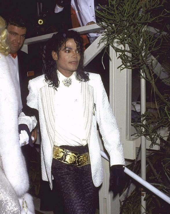 Foto di Michael con abiti eleganti Bianco11