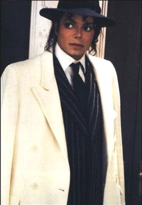 Foto di Michael con abiti eleganti Mj_cap12