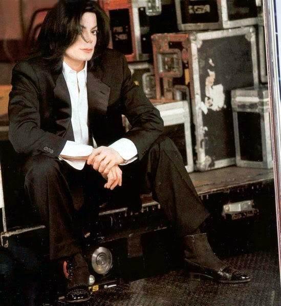 Foto di Michael con abiti eleganti Vestit10