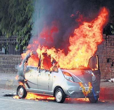 A brand new Tata Nano caught fire in Mumbai Nano_o10