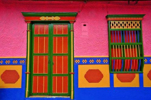 Les couleurs de l'architecture - Page 4 Guatap10