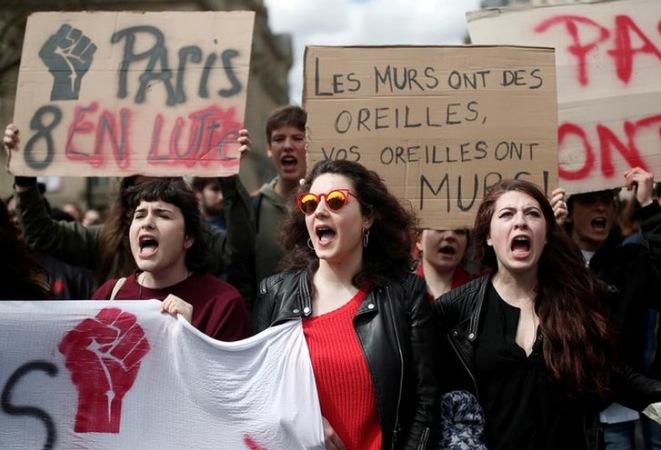 Poésie des slogans: rose promise, chomdu Vos_mu10