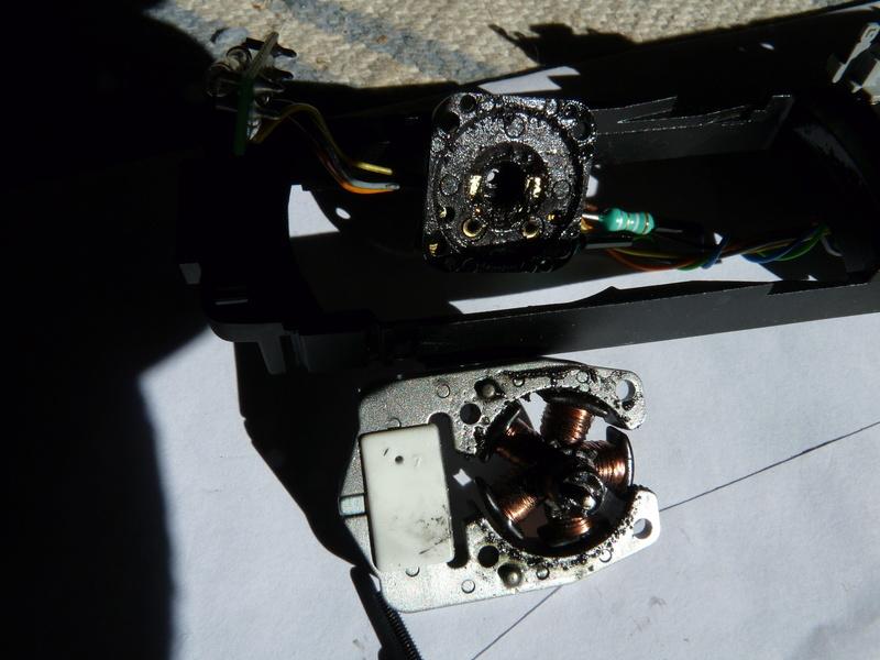 2 décodeurs grillés ? - Page 3 P1120014