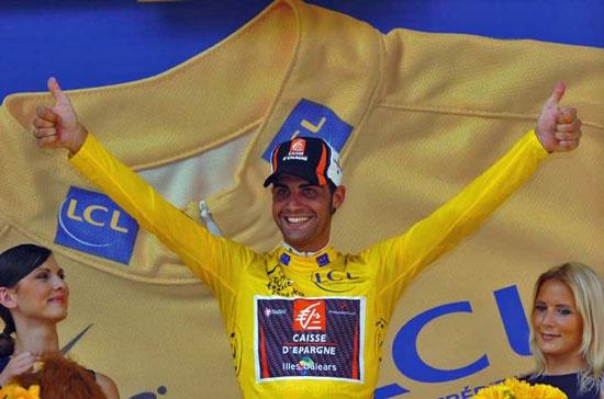 El campeón del Tour 2006 se pasa al fútbol Oscar-10