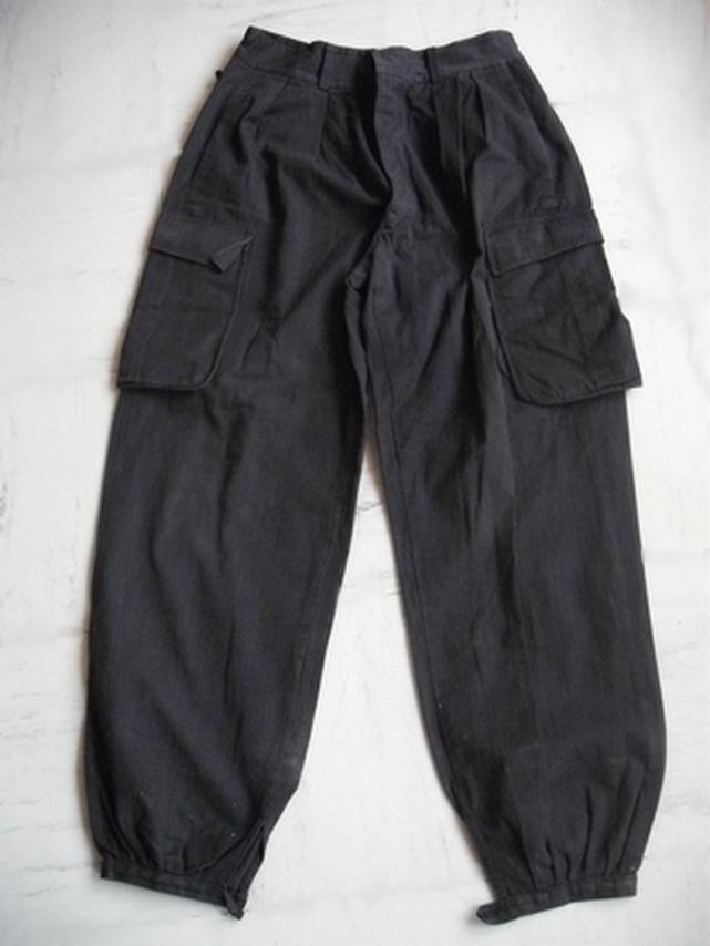 Tenue noire... Pantal11