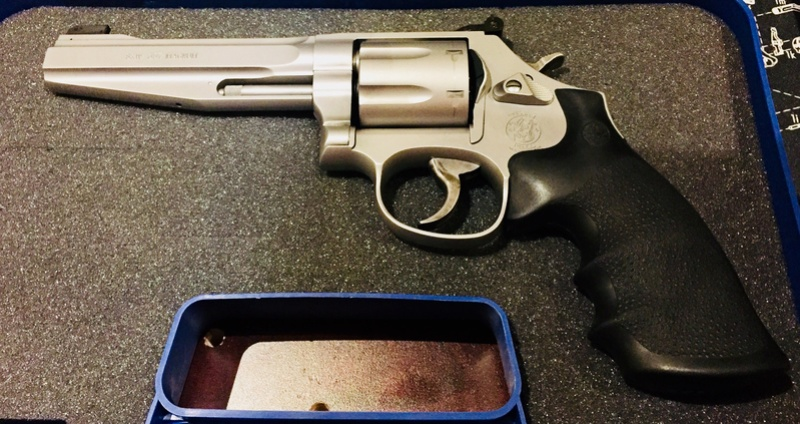 Plus beau revolver. C8ce9810